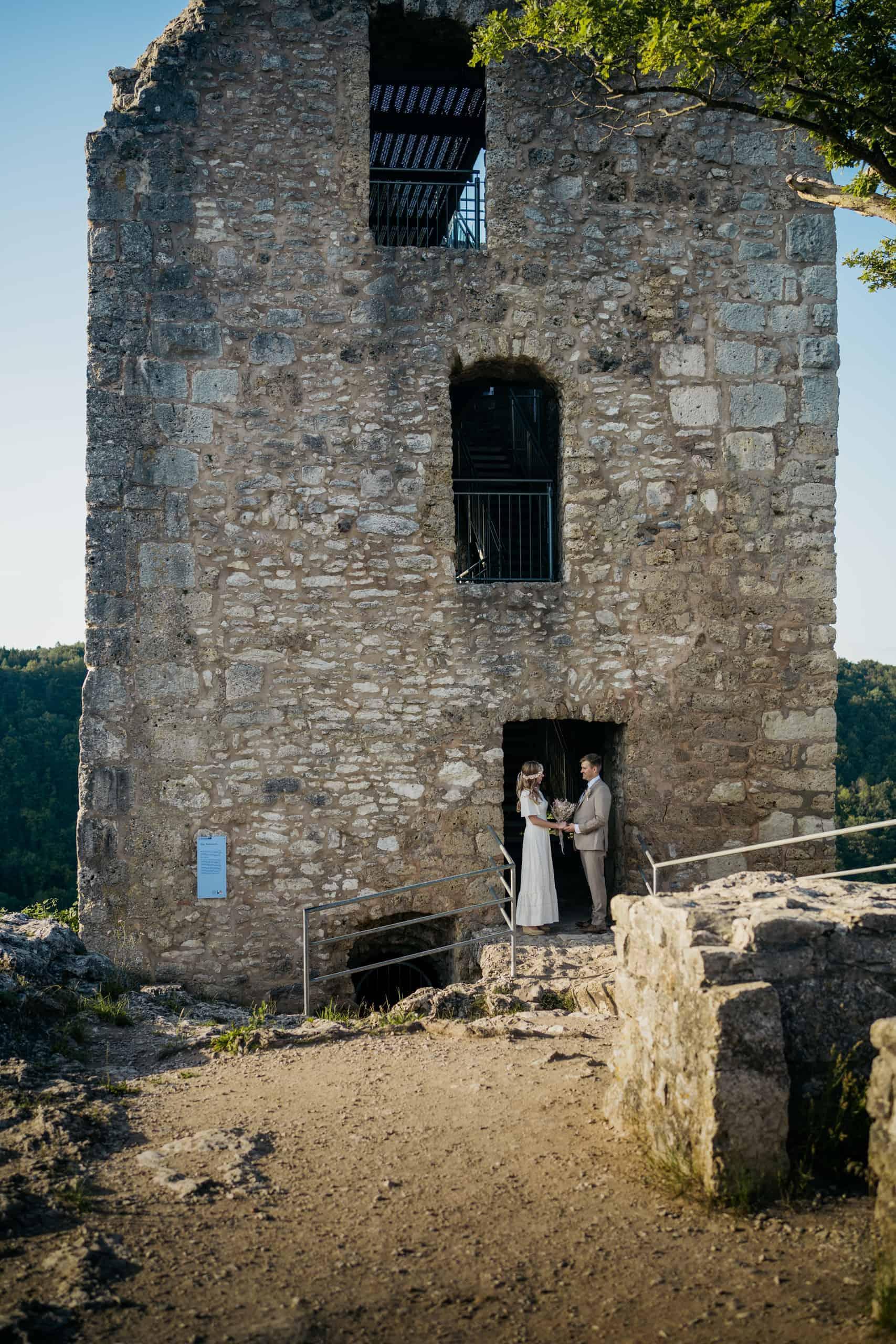 pre wedding shooting on the ruined castle neideck 03 rn100157